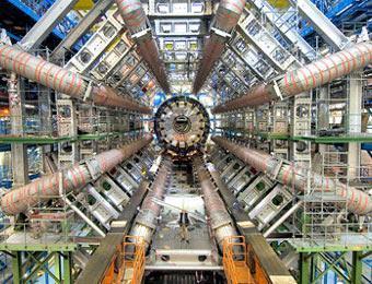 Физики докажут существование других измерений, смоделировав черные дыры