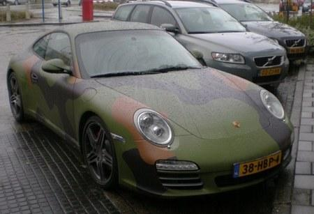 В Голландии был замечен Porsche 911 Carrera 4S в армейском камуфляже