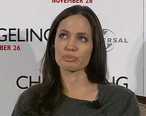 Джоли разрыдалась на пресс-конференции