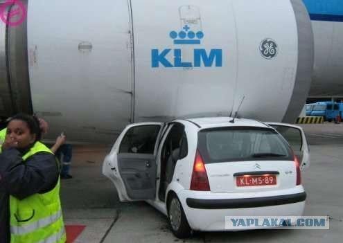 Авто не разминулось с самолетом