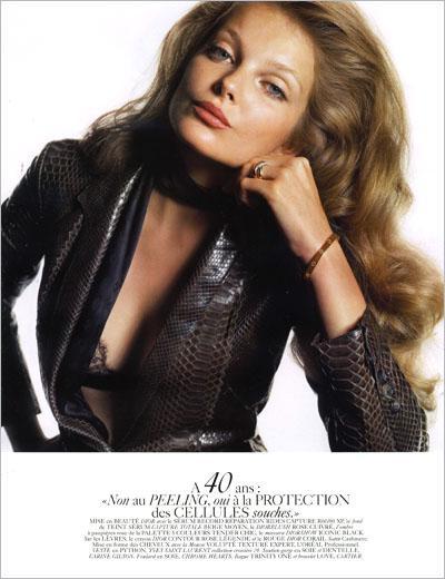 20-летняя модель Энико Михалик в образе девочки, девушки, женщины и пожилой дамы