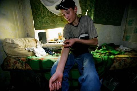 Швейцарцы одобрили выдачу героина наркоманам