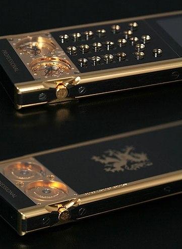 Мобильный телефон с механическими часами