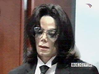 Генетическая болезнь лишила Майкла Джексона половины зрения