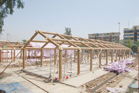 Китайцы строят дома из картона