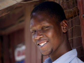 Брат Барака Обамы выпущен из тюрьмы в Африке