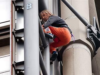 """""""Человек-паук"""" взобрался на здание страховой компании в центре Лондона"""