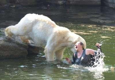 Искупалась с медведями