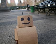 Картонный робот достиг всех целей не без добрых людей