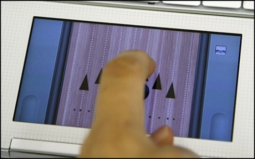 Первый в мире нетбук с цветным ЖК-тачпэдом