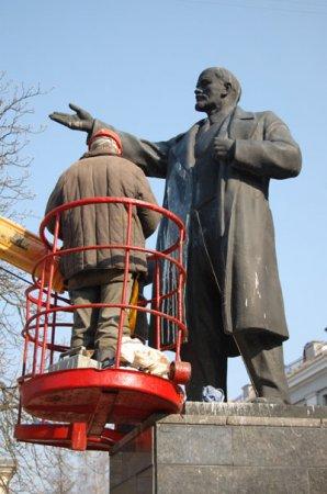 В Минске памятник Ленину залили белой краской