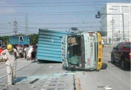 Не стоит ехать рядом с китайскими грузовиками