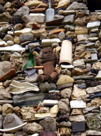 Дом из мусора