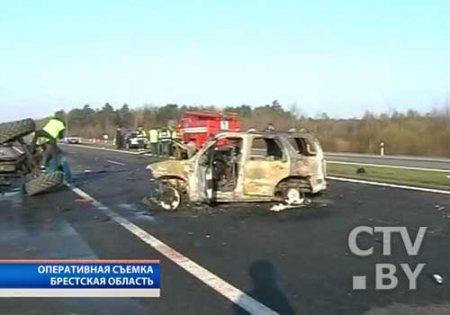 """""""Форд"""" с литовскими номерами протаранил трактор"""