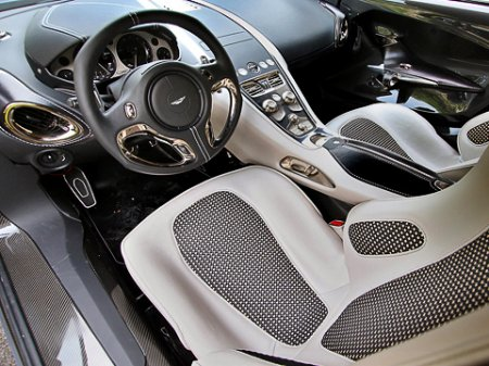 Семь семь, откройся!: Фирма Aston Martin собрала первое купе One-77