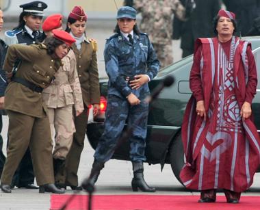 Муаммар Каддафи и его 40 телохранительниц-девственниц