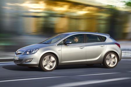 Новая Opel Astra. Появились фото салона