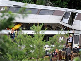 В Вашингтоне столкнулись поезда метро, фоторепортаж