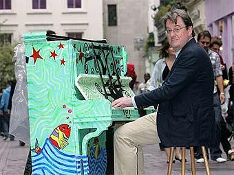 В Лондоне появились уличные пианино