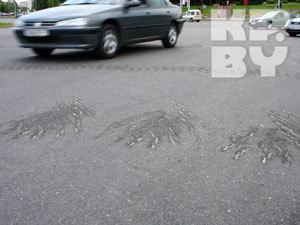 Танки испортили в Минске новый асфальт