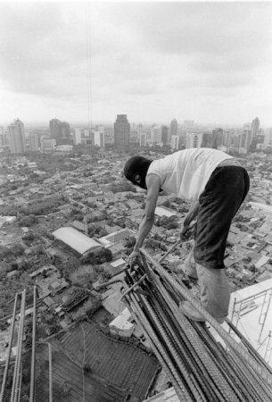 Азиатские строители смерти не боятся