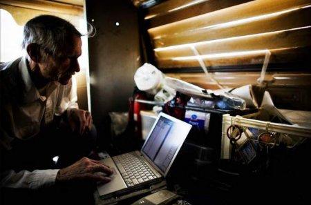 Калифорнийские бомжи не могут без интернета