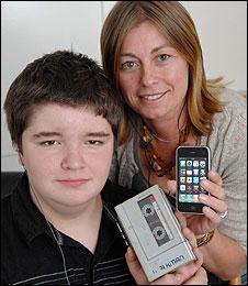 Подросток, сменивший iPod на кассетный плеер, испытал культурный шок