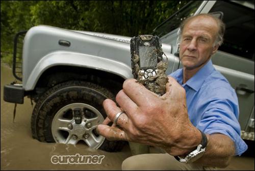 Land Rover теперь и мобильник