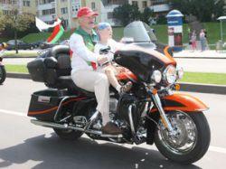 Сев на мотоцикл, Лукашенко грубо нарушил ПДД