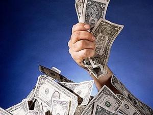 Нацбанк сделал ход рублем против доллара