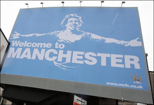 Сэр Алекс: «Плакат с Карлосом Тевесом показывает высокомерие «Манчестер Сити»