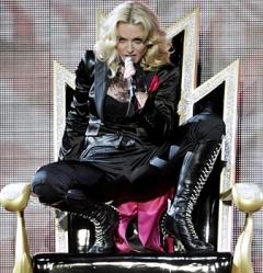 Коммунисты Петербурга призывают Мадонну петь революционные песни