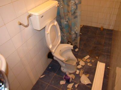 Семидневный плен в туалете
