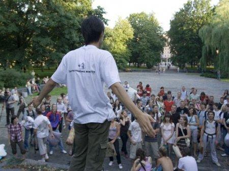 """""""Бой подушками"""" 15 июля 2009 года в парке Янки Купалы"""