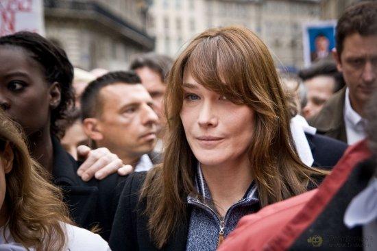 Местами откровенные фото жены президента Франции