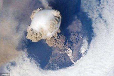 Вулканическая ударная волна глазами МКС