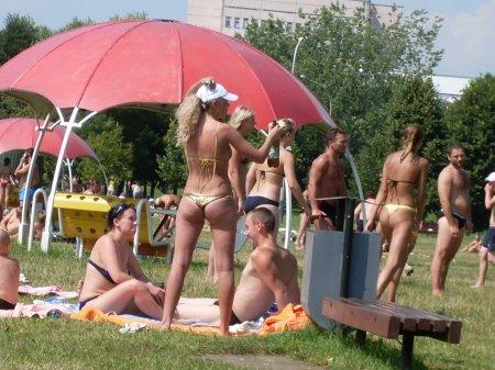 Хорошо отдохнуть и полюбоваться красивыми девушками можно и в Минске