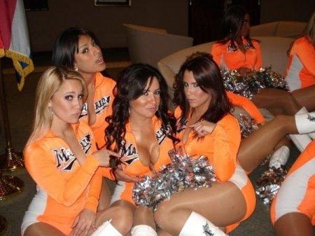 Девчонки из группы поддержки