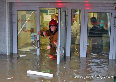 Магазины оценивают ущерб от потопа сотнями тысяч долларов
