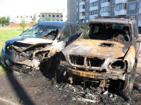 В Минске не утонули, так сгорели два дорогих джипа