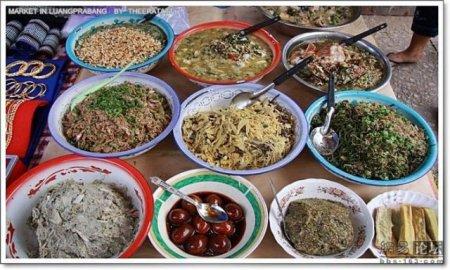 Нямки на базаре в Азии