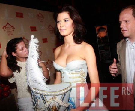 Первая красавица России оголилась на торжестве
