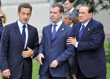 """ЗАЧЕМ!? AFP опубликовало """"странные"""" снимки Президента Медведева"""