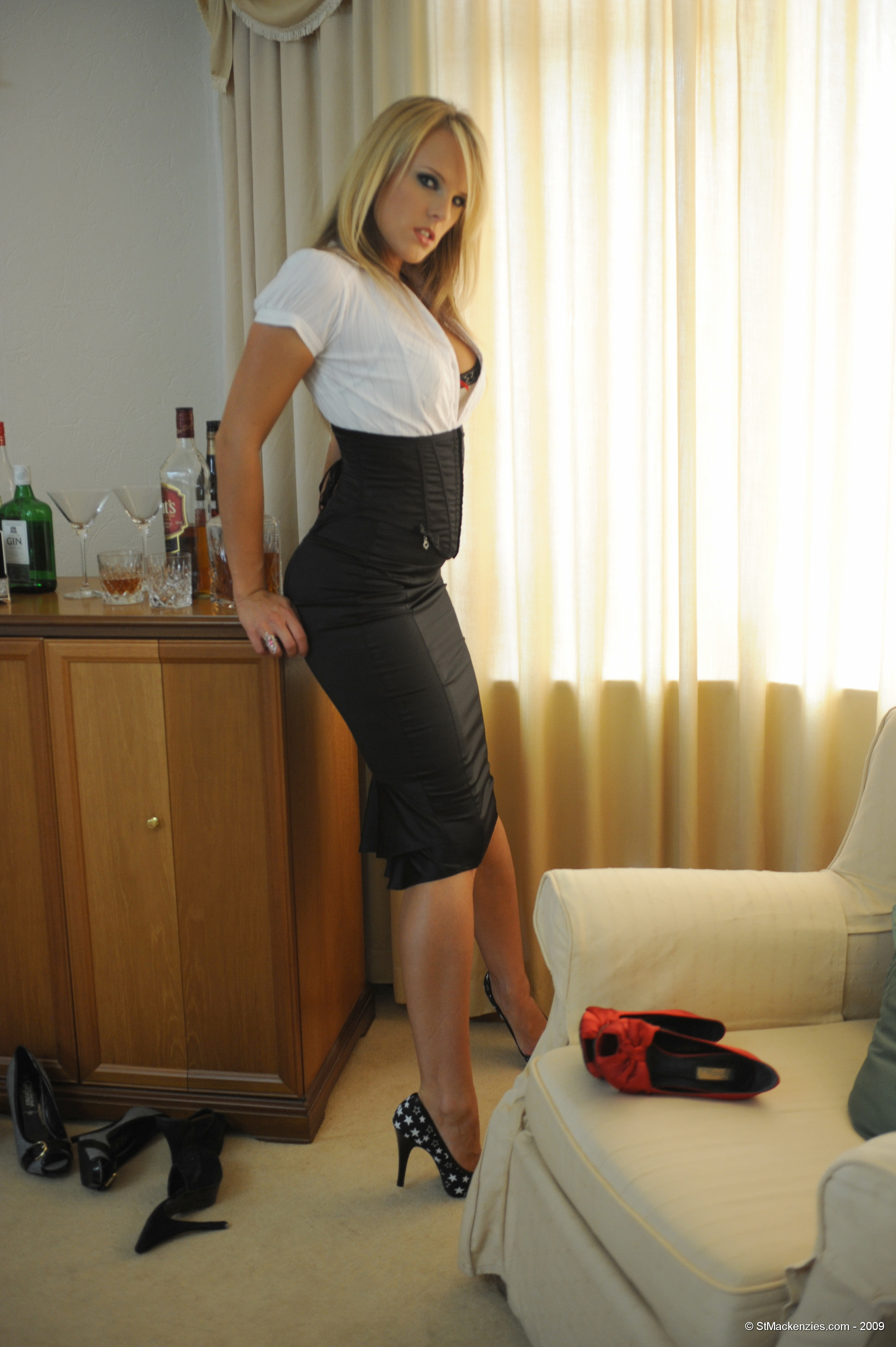 Эротические фото девушек в деловых костюмах фото 262-391