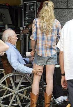 Старички и старушки отжигают