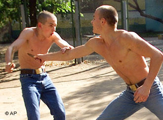 Кыргызские гастарбайтеры сыграют в футбол с московскими скинхедами