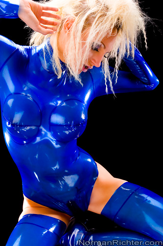 Girl in latex part.1