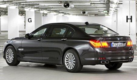 Компания BMW выкатила «семёрку» для осторожных