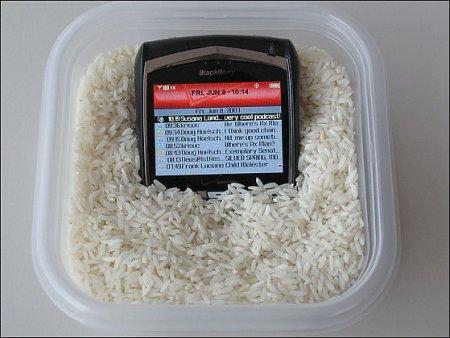 Спасение утопающих: реанимация гаджетов с помощью риса