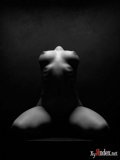 Чёрно-белая эротика